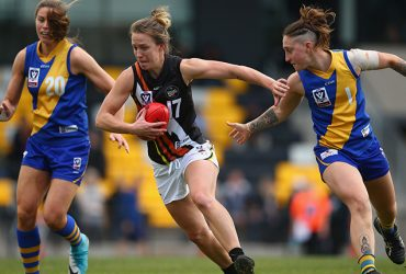 Emma Swanson runs with the ball during Round 13